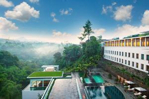 منظر المسبح في فندق بادما باندونغ او بالجوار