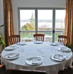 Un restaurante o sitio para comer en Hotel Rural Salvatierra