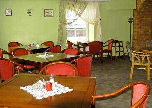 A restaurant or other place to eat at Pils