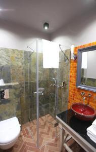 A bathroom at Hotel Browar Kościerzyna