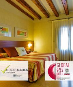 A bed or beds in a room at Sercotel Palacio de Tudemir