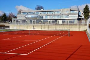Tenis a/nebo squash v ubytování Antonie Hotel****superior nebo okolí
