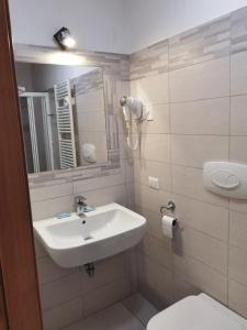 A bathroom at Hotel Bonola
