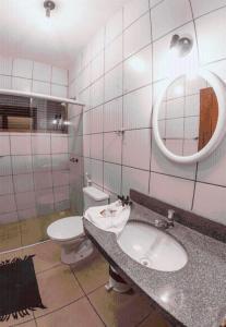 A bathroom at Hotel Chale Nosso Sítio
