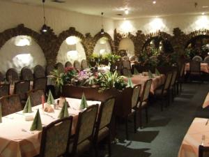 A restaurant or other place to eat at Hotel-Restaurant Orsoyer Hof