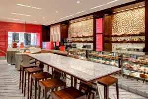 A restaurant or other place to eat at Lotte New York Palace