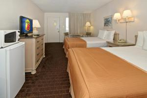 A television and/or entertainment centre at Super 8 by Wyndham Kissimmee