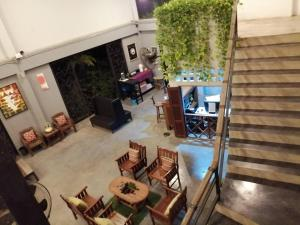 The lounge or bar area at Nornlamphun Boutique Hotel