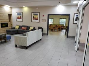 The lounge or bar area at Country Inn & Suites by Radisson, Buford at Mall of Georgia, GA