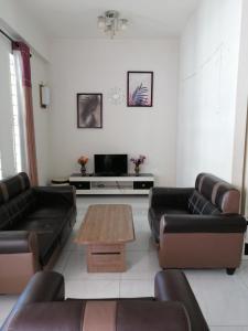 The lounge or bar area at Homestay Zahara
