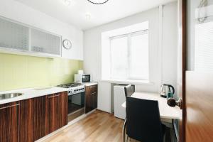Кухня или мини-кухня в Apartment on Nogradskaya 7a
