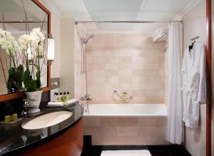 A bathroom at InterContinental Budapest, an IHG Hotel
