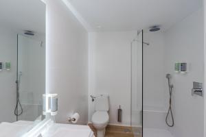 A bathroom at Valentin Park Club Hotel