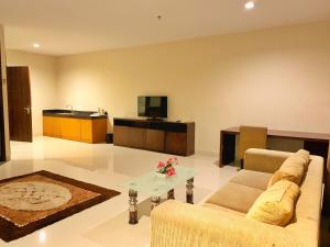 The lounge or bar area at Ameera Hotel
