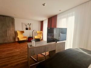 A kitchen or kitchenette at H23 Boardinghotel
