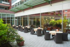 A restaurant or other place to eat at Residenz am Dom Boardinghouse Apartments