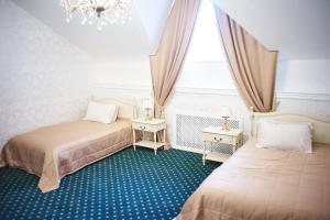 A room at Grumant Resort & Spa