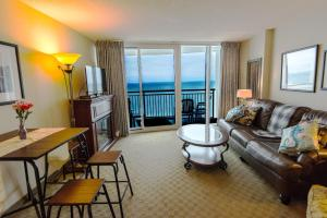 Deluxe Ocean front One Bedroom suite in Sandy Beach Resort