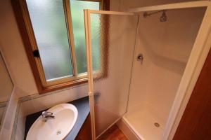 A bathroom at Metung Holiday Villas