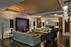 The lounge or bar area at Hotel Caravel