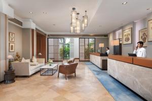 The lobby or reception area at Hilton Mandalay