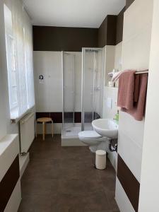 Ein Badezimmer in der Unterkunft Pension No. 55