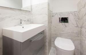 A bathroom at Vieux-Port - Magnifique Appartement