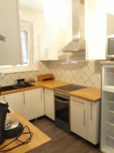 A kitchen or kitchenette at Hotel Saint Louis