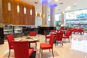 A restaurant or other place to eat at Tamu Hotel & Suites Kuala Lumpur