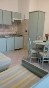 Кухня или мини-кухня в Hotel Miramare