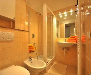 A bathroom at Residence Glicini