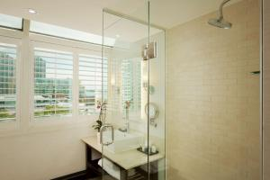 A bathroom at Radisson Blu Downtown Toronto