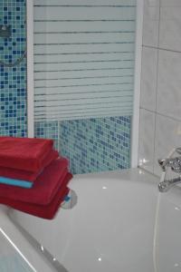 A bathroom at Gästehaus Gebauer
