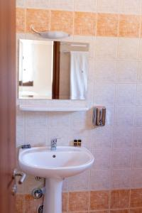 A bathroom at ΞΕΝΩΝΑΣ ΜΑΤΣΟΥΚΙ