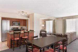 Ресторан / где поесть в Embassy Suites by Hilton - Montreal