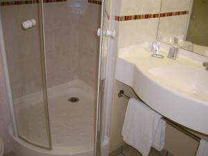 Ванная комната в Ace Hotel Brive