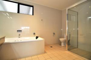 A bathroom at Mission Beach Resort