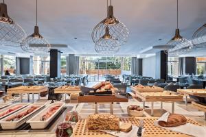 Restoran või mõni muu söögikoht majutusasutuses Hotel AMI Budva Petrovac