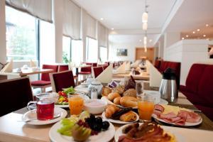 Een restaurant of ander eetgelegenheid bij Mercure Hotel Aachen Am Dom