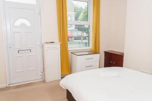 A room at Hanley Park House by Paymán Club