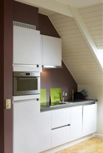 A kitchen or kitchenette at B2B-flats