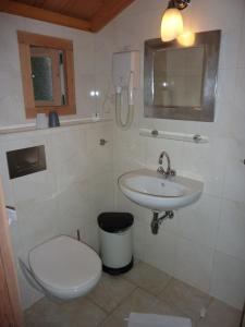 Een badkamer bij Hotel-Pension Zoom-Oord