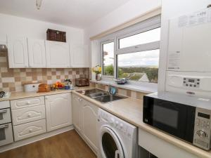 A kitchen or kitchenette at Gull's View