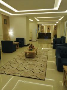 O lounge ou bar de الحياة ستار للوحدات السكنية