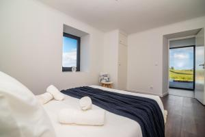 A bed or beds in a room at Casa da Belavista