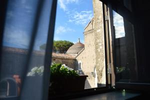 A balcony or terrace at Boutique Hotel Palazzo Dei Vescovi