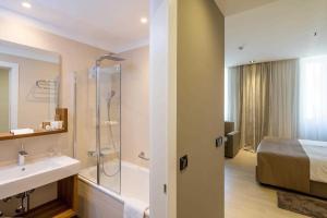 Un baño de Cornaro Hotel
