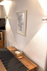 Een bed of bedden in een kamer bij Fachwerk Ferienhaus Cochem