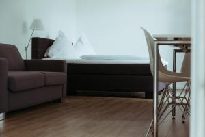 A seating area at Das Loft Apartments