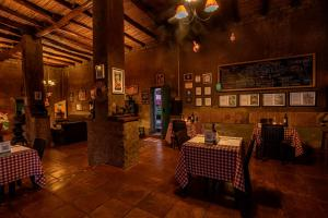 A restaurant or other place to eat at La Confianza Hotel